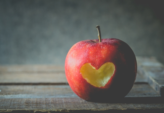apple-fruits-fruit-heart-love-food-1418868-pxhere.com.jpg