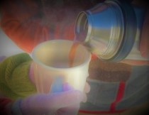 pouring cocoa thermos (2)